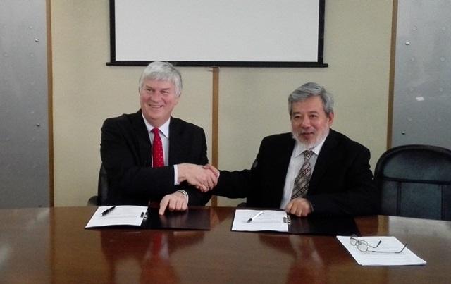Vice-President Li Yuan of GIWP and Prof. Mark Bailey CEH