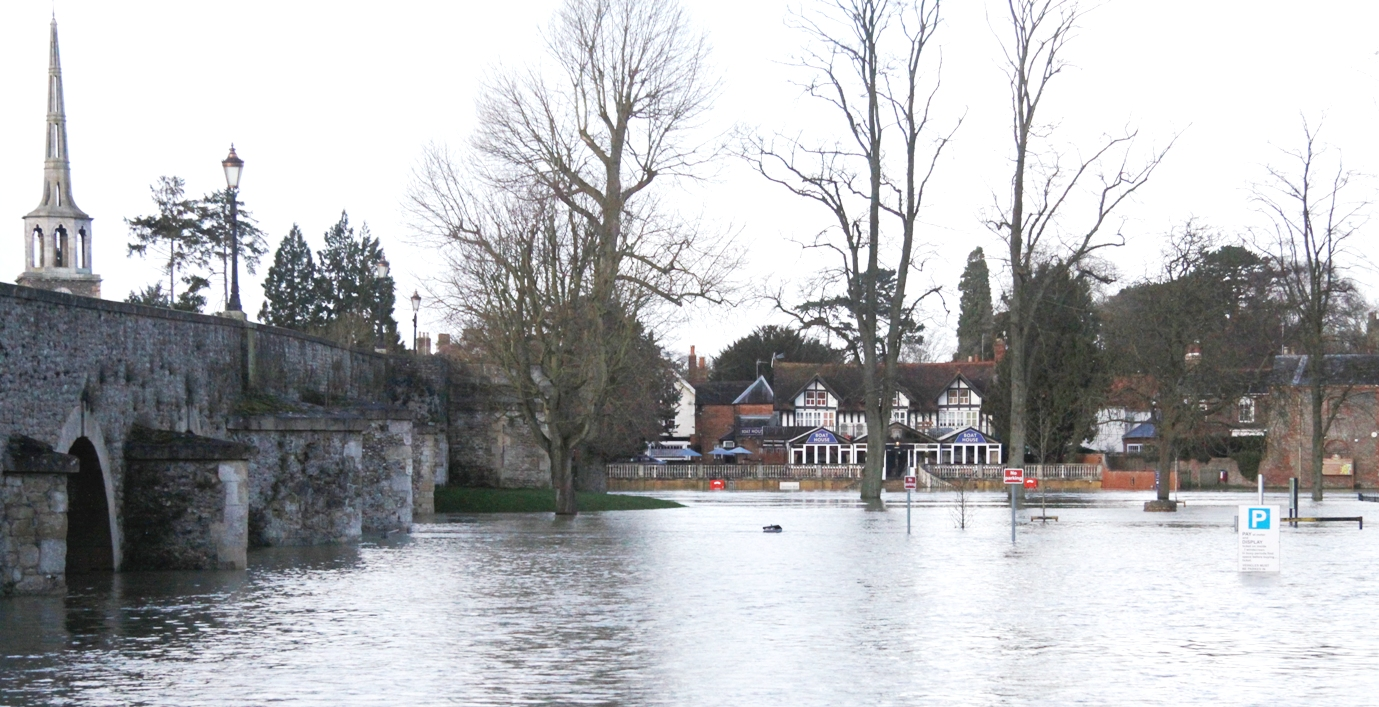 Flooding at Wallingford bridge in 2014