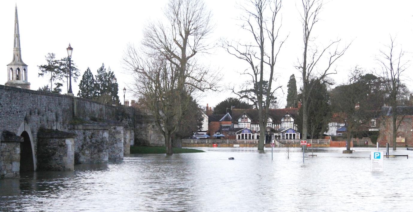Flooding at Wallingford bridge in 2014