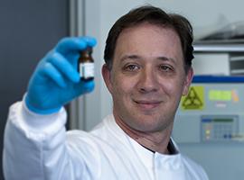 Dr Andrew Singer