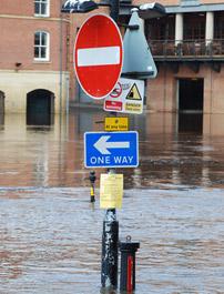 Floodsigns Photo: Shutterstock