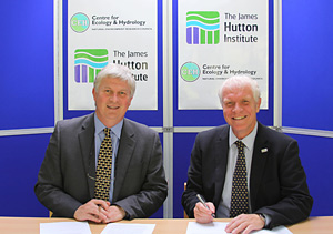 Professor Mark Bailey (left), Director CEH, and  Iain Gordon, Chief Executive, James Hutton Institute