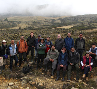 Large group of people in a Colombian paramo