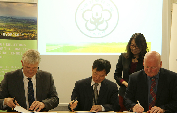 Mark Bailey, Li Jiayang and Bob Ferrier signing Memorandum of Agreement
